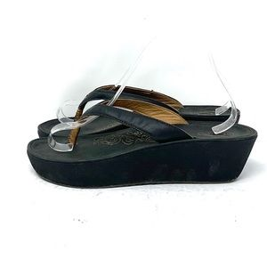 OluKai Paniolo Wedge Thong Sandals